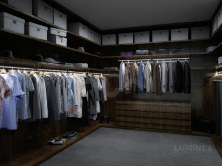 Przestronna garderoba z oświetleniem LED